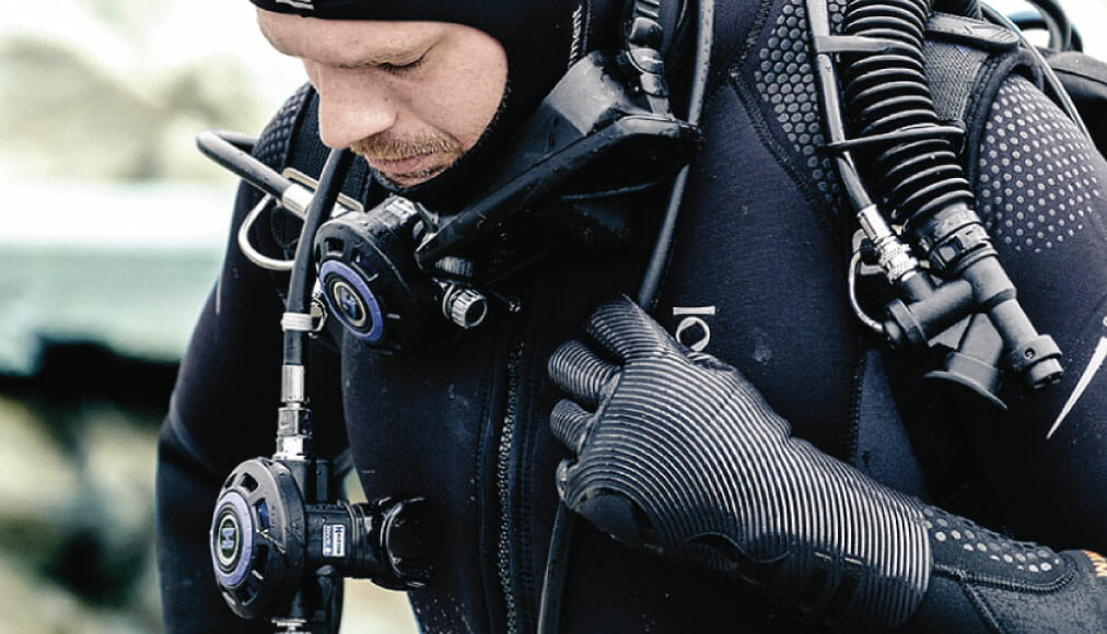 https://thehonestdiver.com/wp-content/uploads/2020/06/Fourth-Element-3mm-Gloves-Cold-Water-Diving-Stretch.jpg