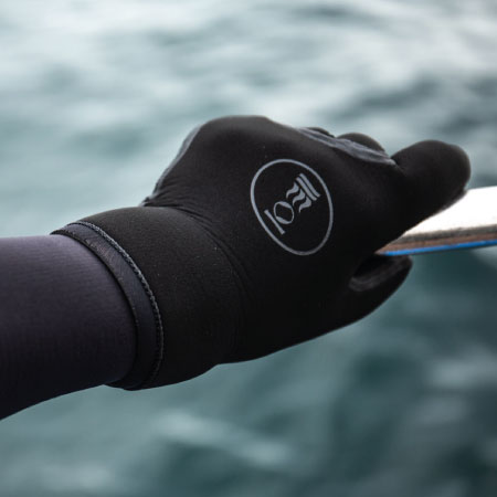 https://thehonestdiver.com/wp-content/uploads/2020/06/Fourth-Element-5mm-Cold-Water-Diving-Gloves.jpg