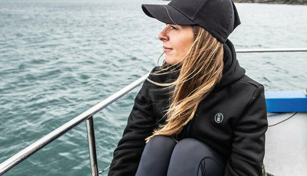 https://thehonestdiver.com/wp-content/uploads/2020/12/Fourth-Element-Arctic-Hoodie-Boat-Stretch.jpg