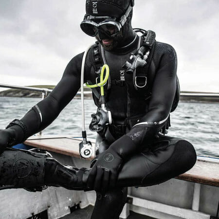 https://thehonestdiver.com/wp-content/uploads/2021/01/Fourth-Element-Xenos-7mm-Wetsuit-Boat.jpg