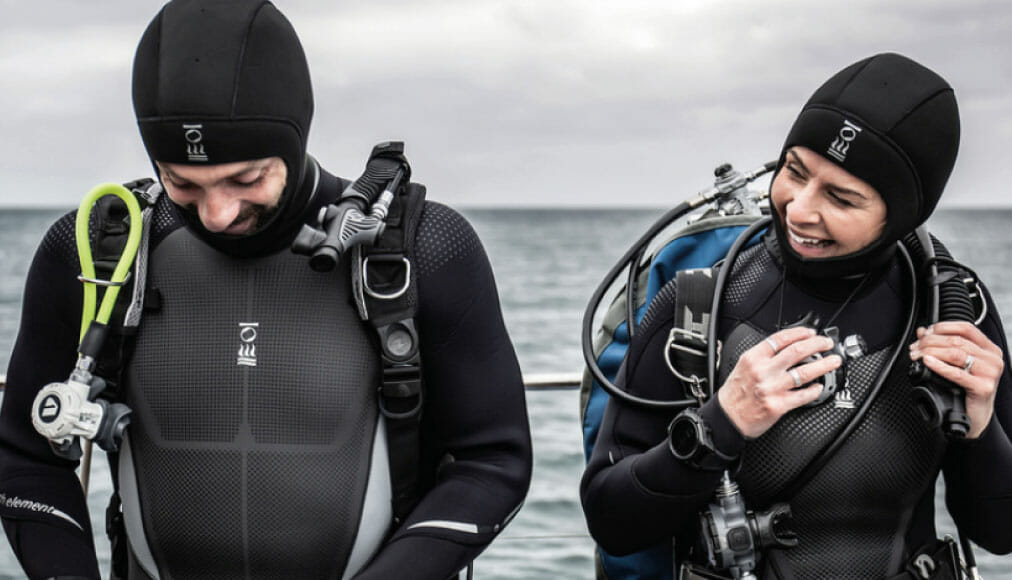 https://thehonestdiver.com/wp-content/uploads/2021/01/Fourth-Element-Xenos-7mm-Wetsuit-Donning.jpg